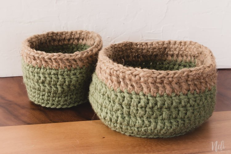 DIY crochet | rustic crochet baskets patterns | free pattern | burlap | home decor | $100 room challenge, jute twine, easy affordable crochet, cover clay pot #ropemirror #tutorial #homedecor #bathroomdecor #diyrusticladder #rusticladder #crochetbasket #deerart #wallart