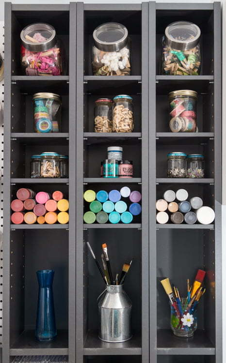 Craft room makeover | Craft room organization | pegboard | wine crates shelves | IKEA desk | DIY | Home Decor | Tutorial