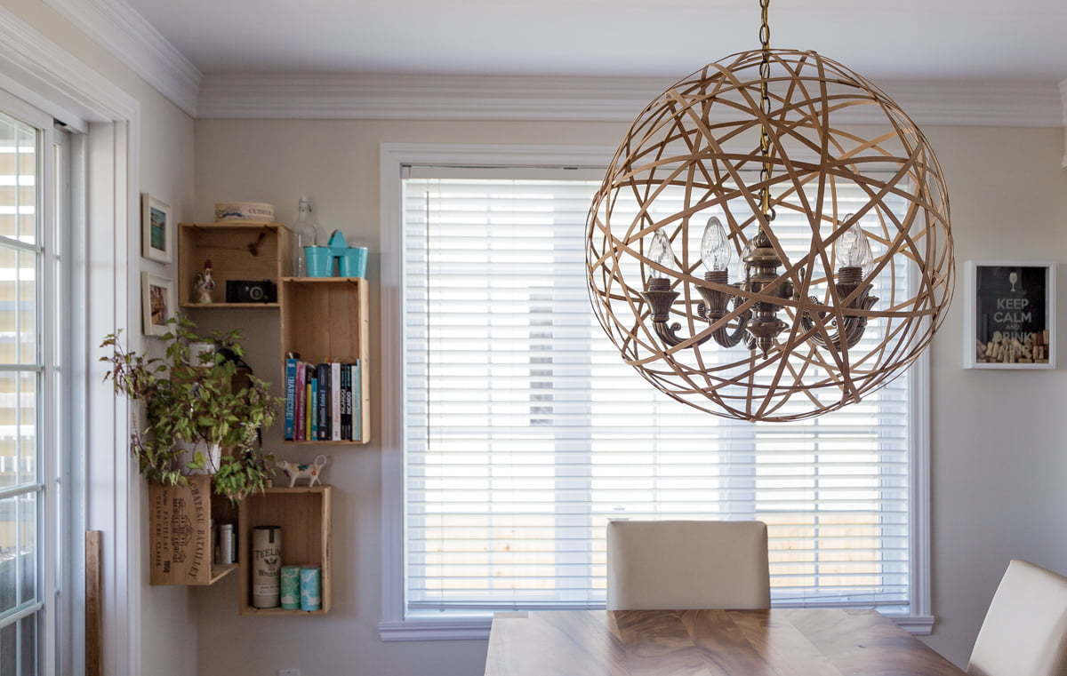 Easy tutorial on how to DIY a cheap pendant light for the dining room   Instructions faciles pour réaliser soi-même une lampe suspendue pas cher pour la salle à dîner
