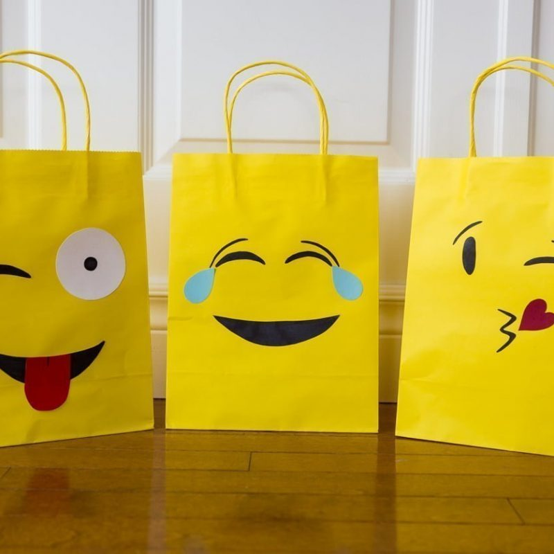 Emoji Party bags | free silhouette cut files | Sacs surprises fête d'enfant | gabarit gratuit | Cricut svg