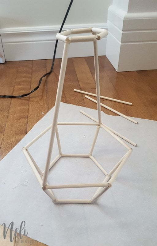 Geometric during light | DIY | Dowels | cheap, easy and affordable | Tutorial | instructions | $ 100 Room Challenge | Geometric suspended lamp | easy, cheap | Reading corner | Reading Nook |