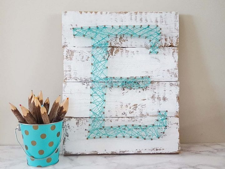 String Art Letter Initial   DIY   Teal   Easy craft for kids   Farmhouse   Vintage   Tutorial   Home Decor   Pattern   Corde   Inspiration   Initiale