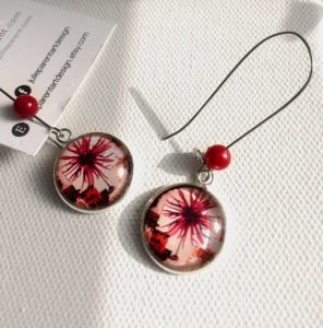 Etsy gifts, Etsy shop, cadeaux boutiques Etsy, Festive red, big ear hook with ornate charm with an image on glass 18mm sealed based, hypoallergenic