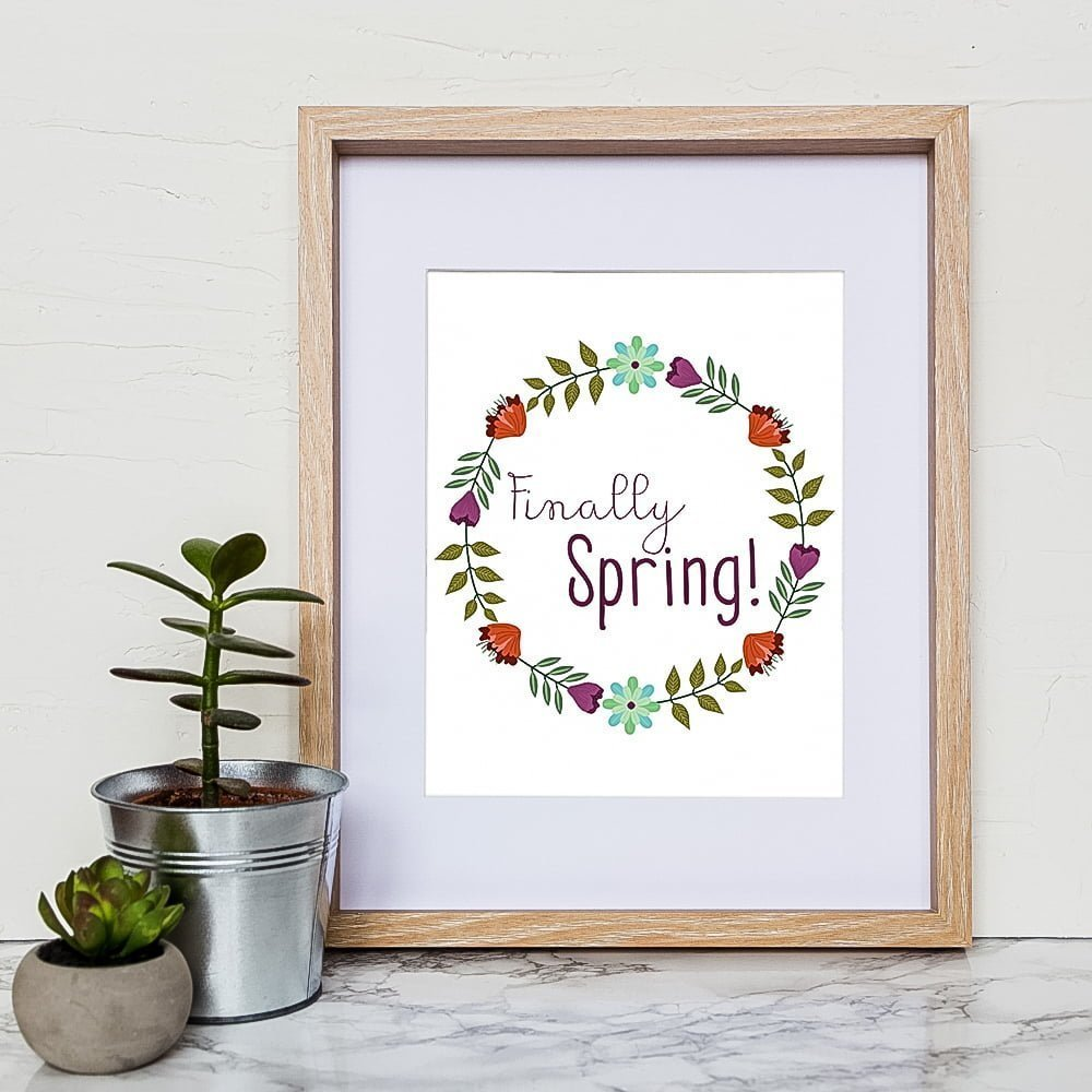 Free Spring printable to download | flowers | bloom | sunshine | freebies | Spring is in the air | Hello Spring | Hello sunshine | finally spring | Fichier imprimable du printemps à télécharger | Enfin le printemps | Doux printemps | Ça sent le printemps | Soleil | fleurs | bourgeons | rayon de soleil | fini l'hiver | en français | citation | spring quotes | citation du printemps #quotes #spring #wallart #frame #homedecor #bloom #flowers #sunshine #citation #fleurs #printemps #soleil #décoration #déco #francais