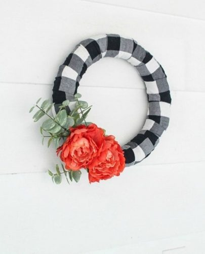 Black and white checkered, black and white wreath, spring wreath, spring wreath, black and white buffalo plaid #springwreath #wreath #buffaloplaid #easydiy