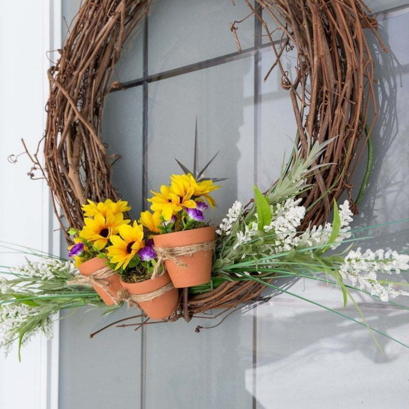 Spring wreath with terracotta pots, Easy Spring Wreath, Grapevine wreath, affordable, flowers, front porch, door wreath, Couronne du printemps avec mini pots de fleurs en terre cuite, sans colle, no glue #springwreath #wreath #grapevine #flowers #frontdoor #porch #spring