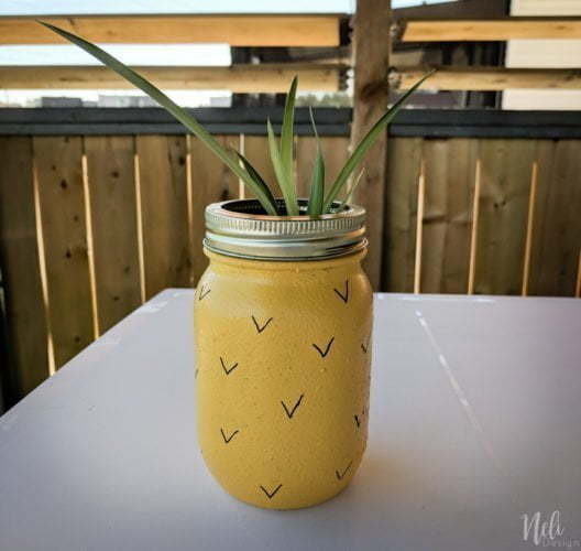 Make your own DIY pineapple mason jar planter. Upcycled a mason jar and transform it into a pineapple that can hold a plant or a succulent. #masonjars #masonjarscrafts #pineapple #planter #succulent #DIY