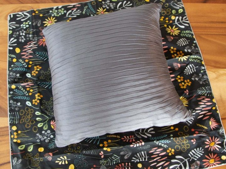 How to make throw pillow covers from euro size pillow case. Here's an easy and simple no sew way to transform the euro pillow covers into a smaller size. #Tutorial #pillowcase #diy #throwpillow