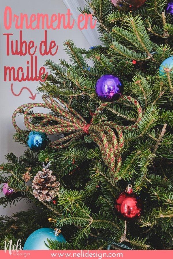 Lisez ce truc facile sur la façon d'ajouter du tube de maille dans votre arbre de Noël. C'est une excellente façon d'ajouter de la couleur sans dépenser trop d'argent! De cette façon, vous pouvez faire votre propre ornement de Noël et en faire une guirlande de tube de maille. le tube Flex est une idée géniale et peu coûteuse pour décorer votre sapin de Noël. Le ruban sera une belle addition à votre décor. #christmastree #ornament #meshtubing