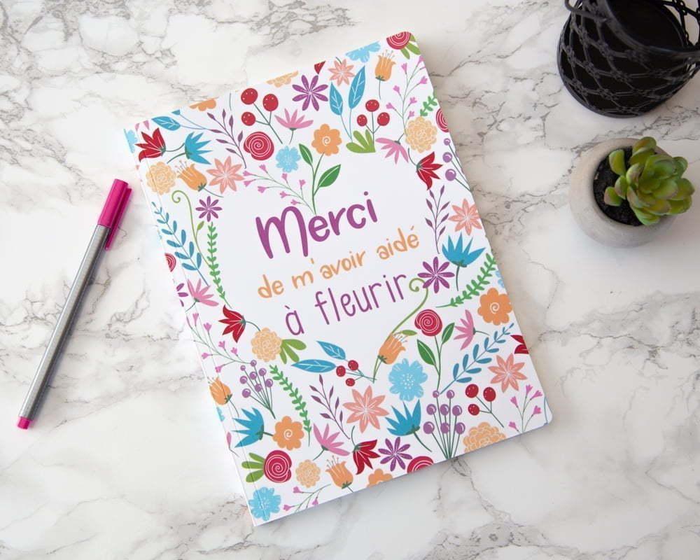 """Carnet de notes fleuri, avec l'inscription """"Merci de m'avoir aidé à fleurir"""""""