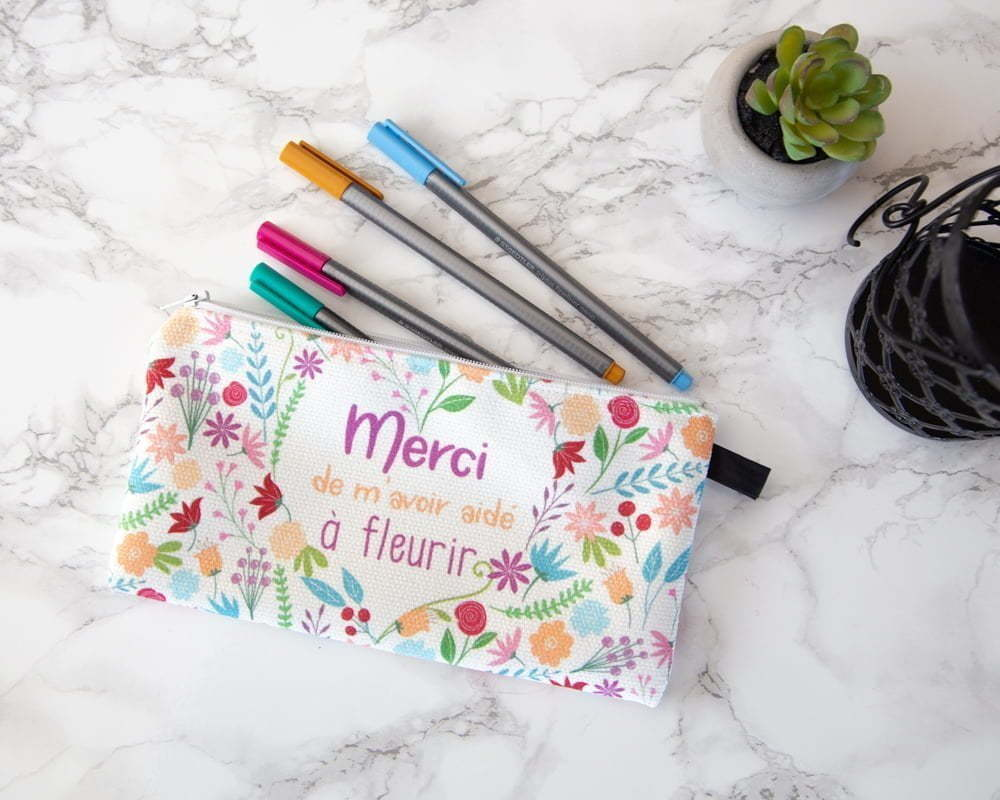 "Pencil case written ""Merci de m'avoir aidé à fleurir"""