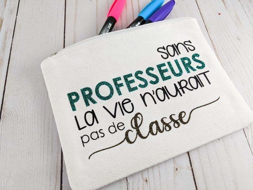 pouch with the quote in French: sans professeurs la vie n'aurait pas de classe