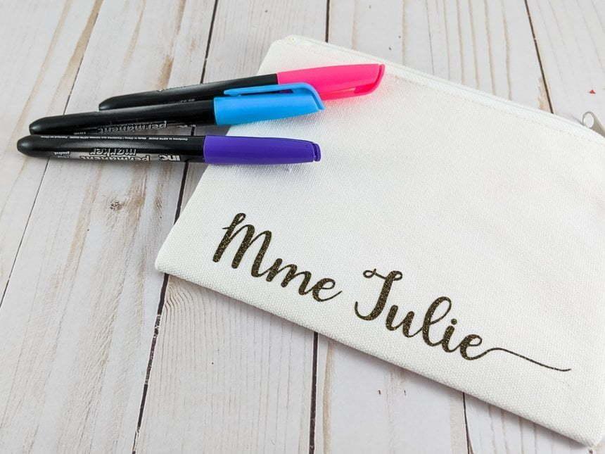 pochette avec citation en français : Mme Julie