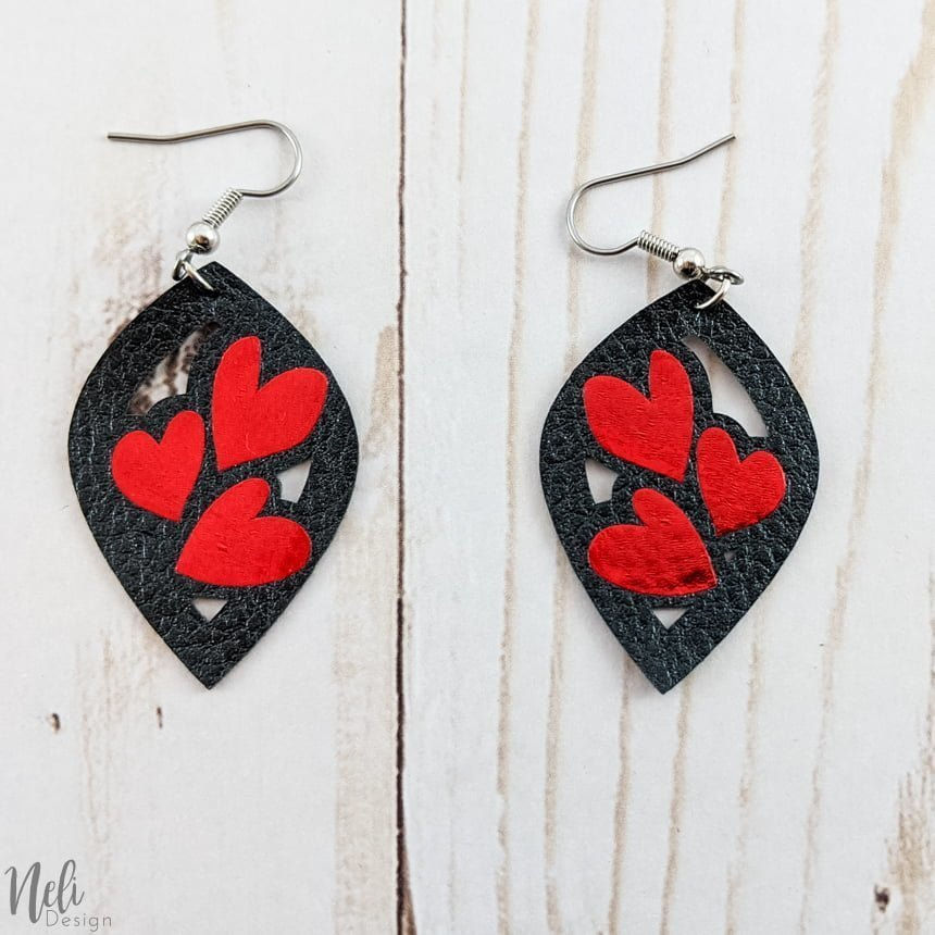 DIY Valentine's Day earrings, black with three red hearts