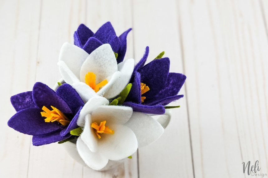 5 crocus flowers in white and purple felt