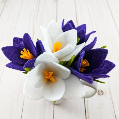 5 crocus flowers in white and purple felt made with free SVG