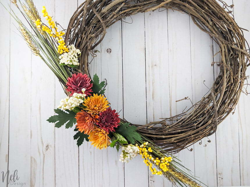 The wreath with the DIY chrysanthemum paper flowers.