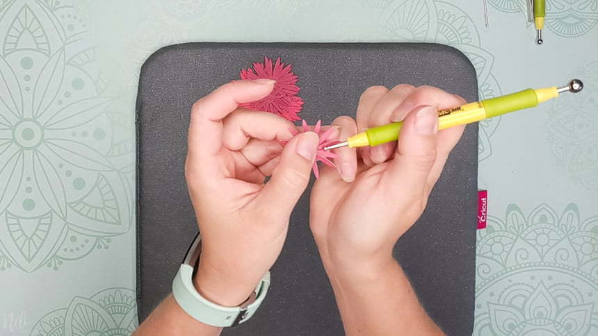 The blossom tool is the same size as the petal to make the DIY paper Chrysanthemum