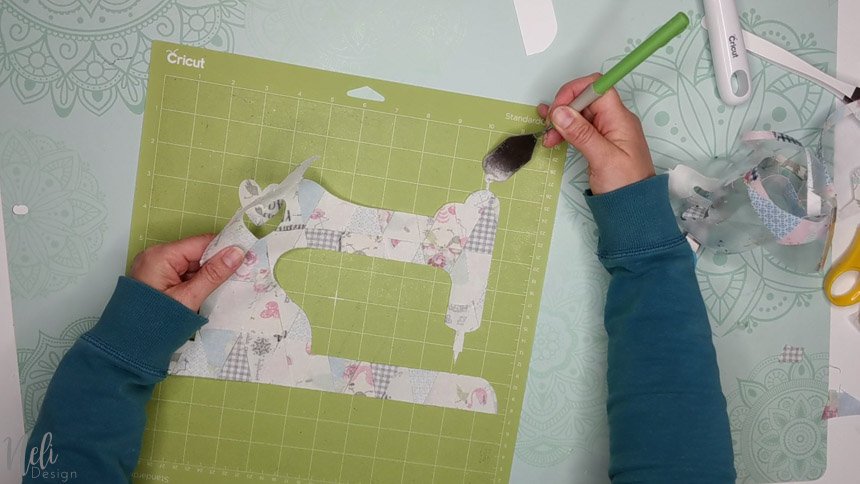 Remove with the spatula to make a frame with fabric scraps and your Cricut.