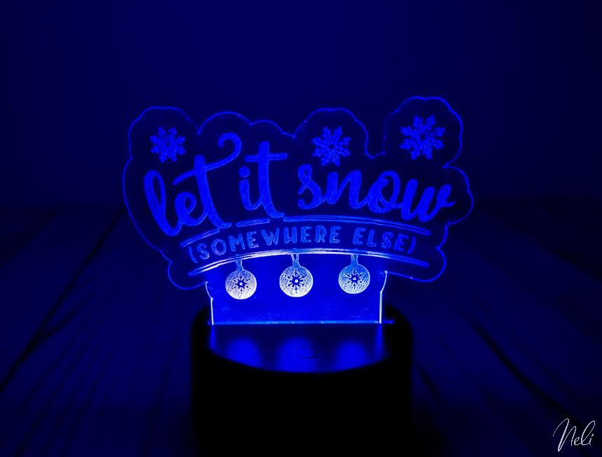 """lampe DEL avec de la gravure indiquant """"Let it snow somewhere else)"""